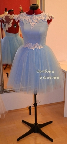 Kliknij w zdjęcie. Tiulowa rozkloszowana sukienka z koronką dla świadkowej lu...