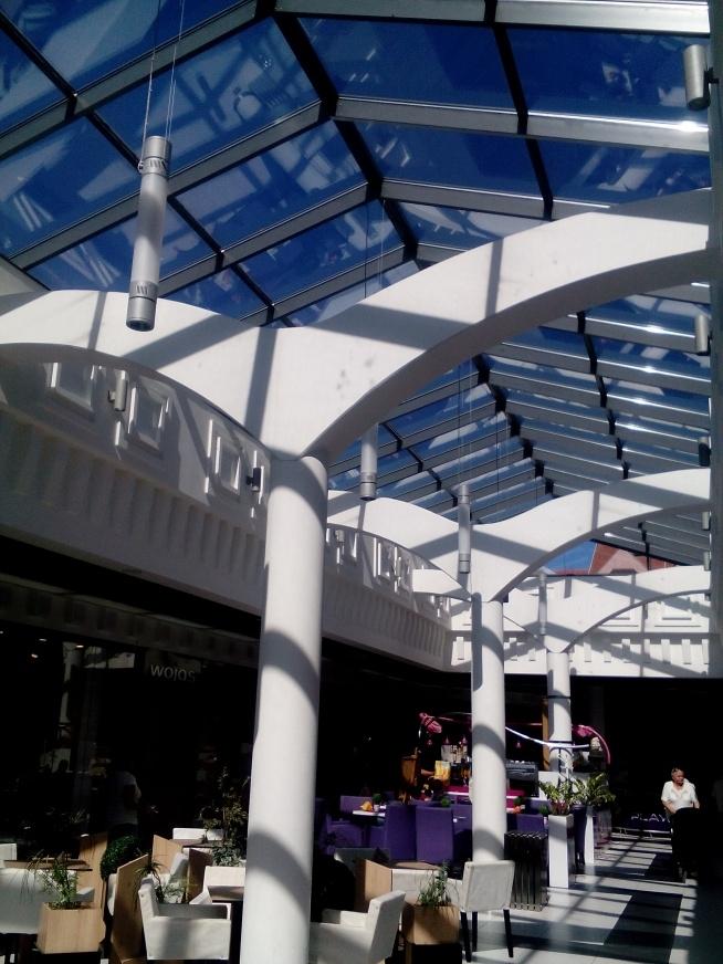dach w galerii w Kołobrzedu