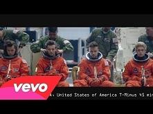 One Direction - Drag Me Down  Może i nie jestem fanką 1D to ta piosenka i tel...