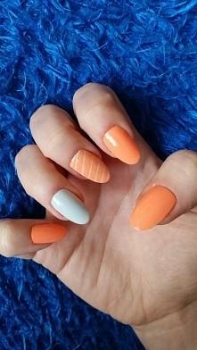 pomarańcz i szarość