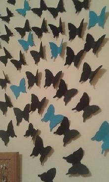 Takie motylki na ścianie jak skończę przyklejac to wrzucę całość ^^