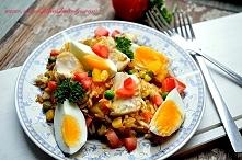 Ryba curry z ryżem, warzywami, jajkiem. Potrawa szybka, smaczna i odżywcza. Bogata w białko, niskokaloryczna, mało węglowodanów. idealna dla odchudzających się.