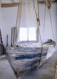 Łóżko ze starej łodzi