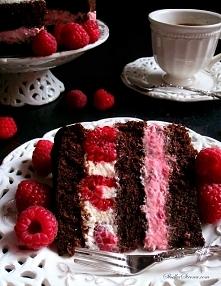 Tort Czekoladowy z Malinami (Tort Czekoladowo Malinowy)