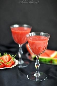Orzeźwiający koktajl arbuzowo-truskawkowy Składniki (na 4 porcje)*:  1/4 miąż...