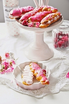 Malinowe eklerki Składniki na ciasto: 3 jajka 120 g mąki 200ml chłodnej wody ...