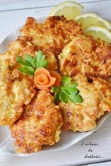 Kotlety drobiowe z serem  Składniki: 2 filety z piersi kurczaka,  3 jajka,  3...
