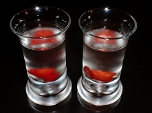 Chili vodka shot  Składniki...