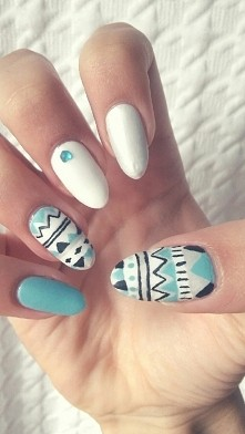Moje paznokcie z azteckimi wzorkami :)