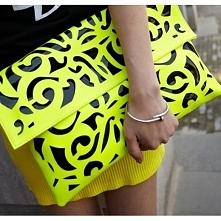 Neonowa modna torebka kopertówka. Różne kolory dostępne na celebbutik.pl