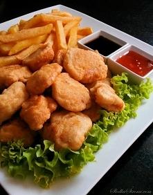 Kurczak w Cieście Naleśnikowym - Składniki: 2 piersi z kurczaka vegeta pieprz czosnek w proszku kurczak w ciescie przepisciasto: szklanka mąki 1/2 szklanki mleka 1/4 szklanki wo...