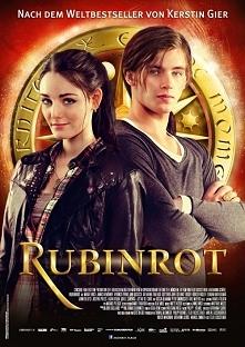 Rubinrot...  Gwendolyn i Gideon, ostatni podróżnicy w czasie, odwiedzają minione wieki, by wypełnić tajną misję.