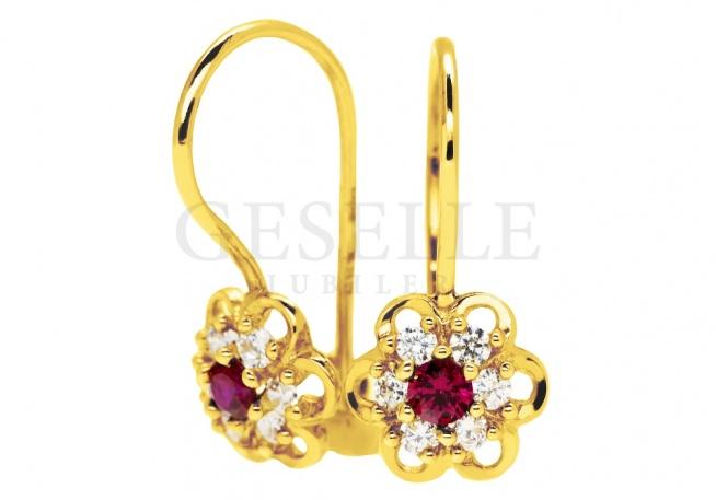 Urocze kolczyki ze złota dla dziewczynki - białe i czerwone cyrkonie, kształt kwiatuszka, 14-karatowe złoto - kolekcja GESELLE Jubiler