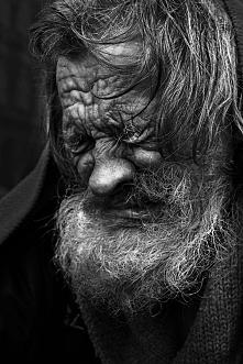 Słabość człowieka jest nam dana, byś potrafił płakać, dzięki temu czujesz, gdy dusza  w tobie odzywa się i koi twoja słabość.