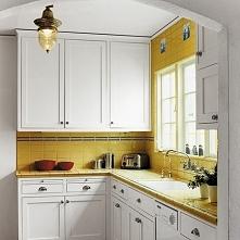 Biało-żółty wystrój kuchni