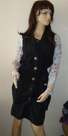 Ciekawy płaszcz z kolorowym...