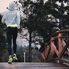 run ;>