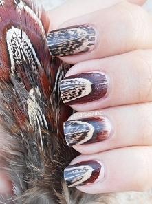 paznokcie z wzorem pióra