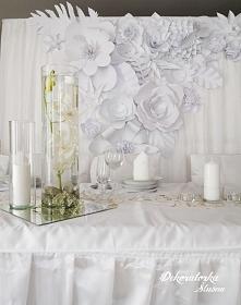 Ścianka z papierowych kwiatów