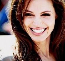 uwielbiam jej uśmiech : 3