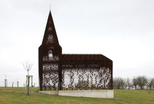 Firma Gijs Van Vaerenbergh zajmuje się projektowaniem różnego rodzaju budynków i konstrukcji. W swoim dorobku mają na przykład prawie przeźroczysty kościół i labirynt.