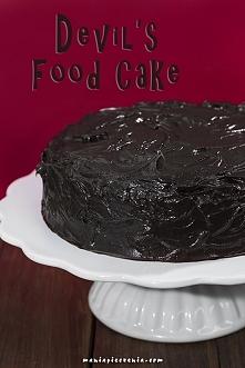 Diabelskie ciasto czekoladowe - wilgotne i niebiańsko pyszne! Przepis po kliknięciu w zdjęcie (maniapieczenia.com)
