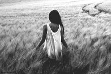 """""""Dać komuś miłość (…) nie odbierając mu jednocześnie jego powietrza, jego obszaru wolności. Niczego nie narzucać nawet siebie samego to najtrudniejsze zadanie (..) i rzadko..."""