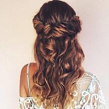 Kolejne zdjęcie  z cyklu inspiracje. Podobają mi się włosy krecone/ falowane....