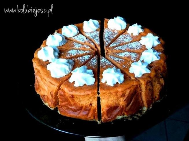 Pumpkin spice cheesecake czyli sernik dyniowy z ostrą nutką. Przepis znajdziecie kilkając w zdjęcie  Jeśli spodobał Ci się ten przepis odwiedź mój profil na facebooku: bo lubię jeść i koniecznie zostaw lajka:)