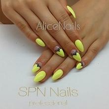 Nieco słońca, gdy za oknem szarość.  Paznokcie hybrydowe SPN Nails UV LaQ: 624-Sour Lemon & Black Devil Paint Gel. Nails by Alicja Koziołek, SPN Team ❤