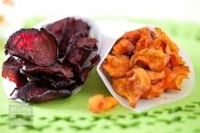 Chipsy ziemniaczane Składniki:  ziemniaki (ok. 5 sztuk) przyprawy: sól, pieprz, bazylia, oregano, papryka ostra oliwa z oliwek Sposób przygotowania:  Ziemniaki obierz ze skórki,...