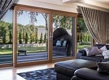 Ogród w salonie? Czemu nie! Duże okna powiększą przestrzeń i wpuszczą zieleń do domu!