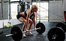 Jak zrzucić 20kg? Crossfit, ten sport Ci w tym pomoże.  Jak? Poznaj na naszym blogu FitPlanner historię kobiety, która schudła 20kg dzięki treningowi crossfit.