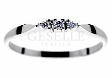 WZ 561 Delikatny pierścionek z białego kruszcu próby 585 z 3 brylantami - GRAWER W PREZENCIE - kolekcja GESELLE Jubiler