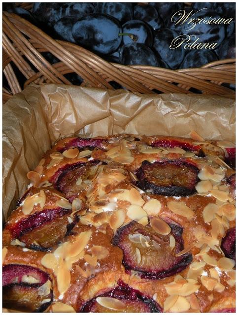 Najprostsze ciasto ze śliwkami i migdałami [przepis po kliknięciu w zdjęcie]