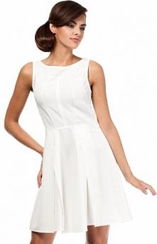 Moe MOE188 sukienka ecru Dziewczęca sukienka, wykonana z jednolitej dzianiny, przeszycia modelujące sylwetkę