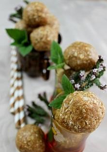 Kuleczki orzechowo - kokosowe wprost uzależniają :) Przepis znajdziecie na bl...