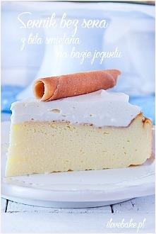 Sernik bez sera na jogurtach greckich z bitą śmietaną na bazie jogurtu
