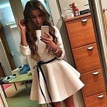 Wyjątkowa rozkloszowana sukienka z pianki --> Szukaj na fashionata.pl