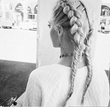 piękna, prosta fryzura