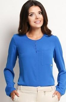 Awama A108 bluzka niebieska Elegancka bluzka, wykonana z gładkiego materiału,...