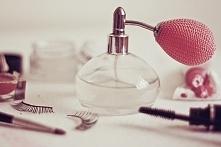 Hej :) Mam pytanko - nie znacie może jakiś damskich perfum, ale pachnących podobnie do męskich? :D Bo nie przepadam za większością zapachów damskich perfum, ale za to męskie ubu...