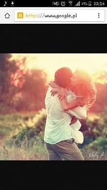 tak bardzo mi smutno :( chcialabym moc kogos tak przytulic chcialabym miec osobe ktorej by na mnie zalezalo