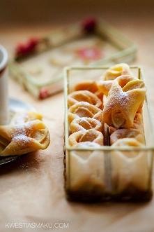 Rożki z jabłkami z ciasta twarogowego
