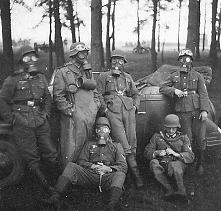 Wehrmacht w maskach gazowych