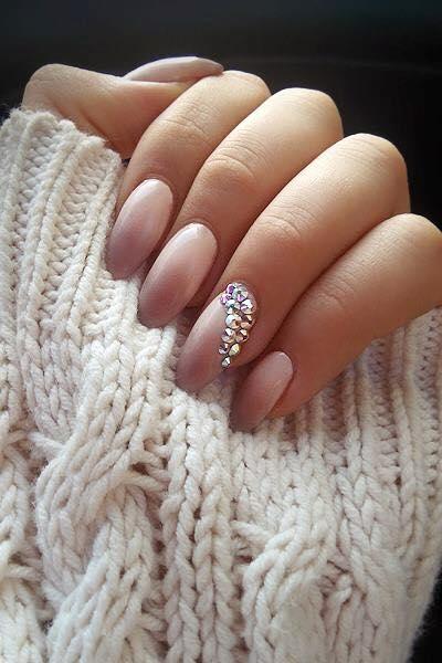 Ciepły sweter,piękne paznokcie i w drogę!!!  Lakiery hybrydowe SPN Nails UV LaQ: 511-Nude & 578-Creame PUFF   Nails by: Karolina Kaczerewska