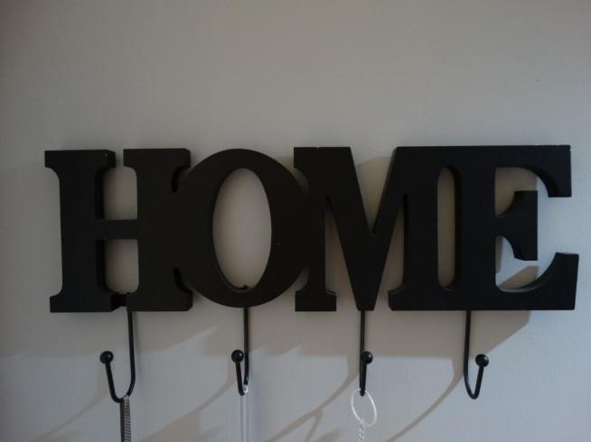 Słowa w domu jako dekoracja! Zapraszam na bloga.