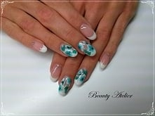 Paznokcie żelowe, zdobienie malowane ręcznie farbami akrylowymi. Beauty Atelier