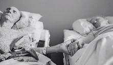 Po 62 latach małżeństwa zmarli razem, w odstępie godzin. Do samego końca trzymali się za ręce.