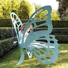 Ławka ogrodowa wyglądająca jak motyl